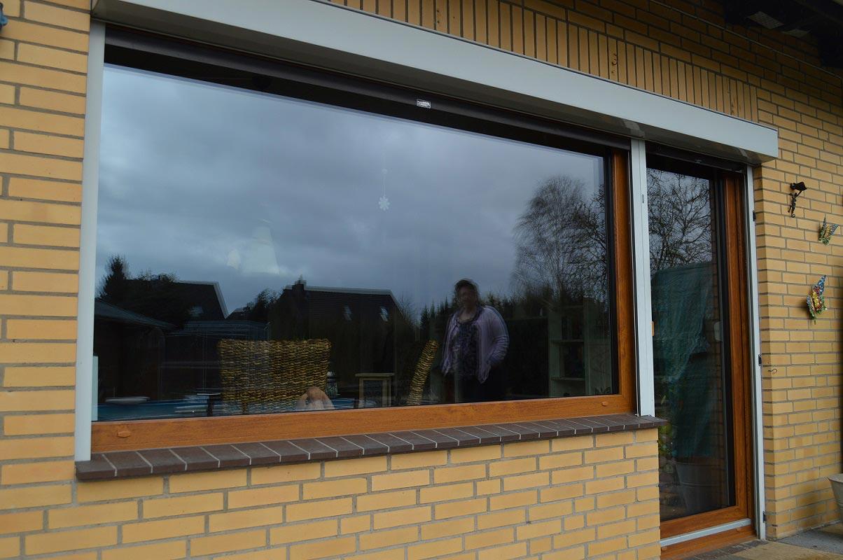 Einbau neuer kunststofffenster in bleckede frau deutsch for Fenster entsorgen